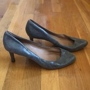 Ann Taylor Grey Leather Snake Lady Pumps